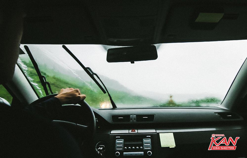 A2 เคล็ดไม่ลับ ขับรถหน้าฝนให้ปลอดภัย