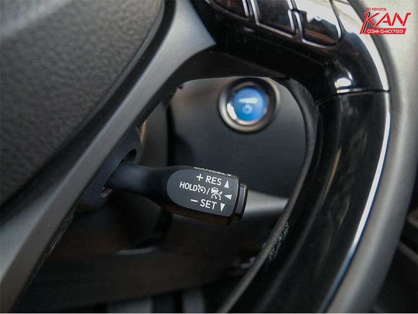 24 รีวิว Toyota C-HR ยนตกรรมแห่งอนาคต..