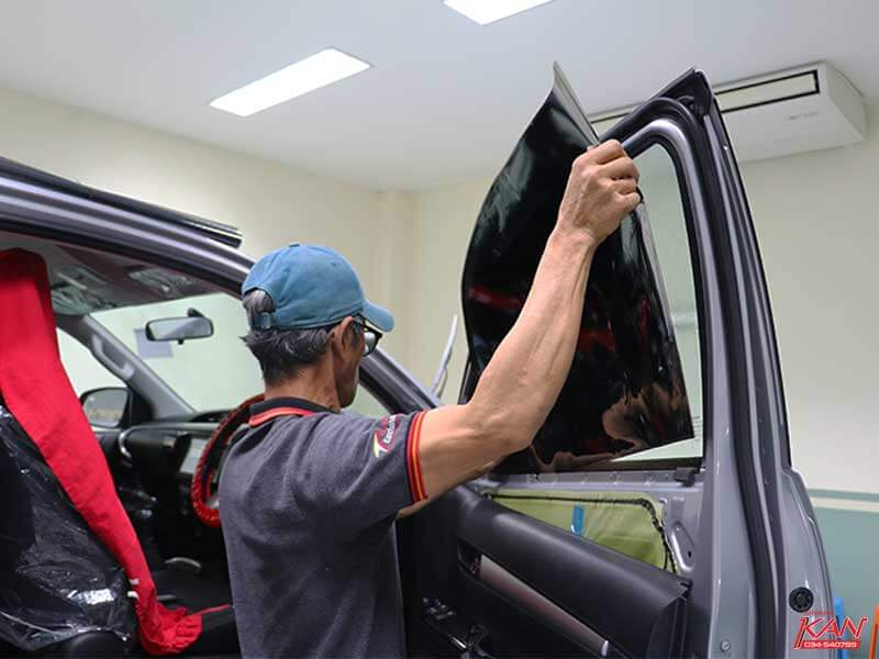 Stick-film-window-side-right ฟิล์มติดรถยนต์ธรรมดา และฟิล์มเซรามิคต่างกันอย่างไร ?
