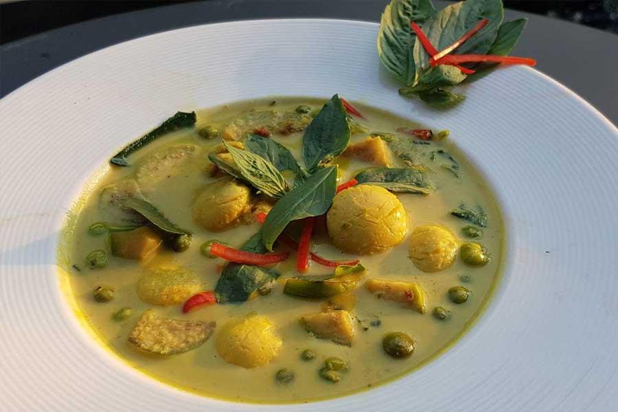 Green-Curry-H2-rivercafe ดื่มด่ำกับธรรมชาติ สูดอากาศสดชื่น ที่ H2 rivercafe