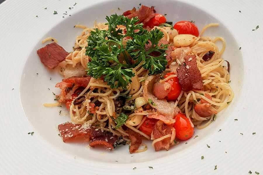 Spaghetti-with-Bacon-Chili-H2-rivercafe ดื่มด่ำกับธรรมชาติ สูดอากาศสดชื่น ที่ H2 rivercafe