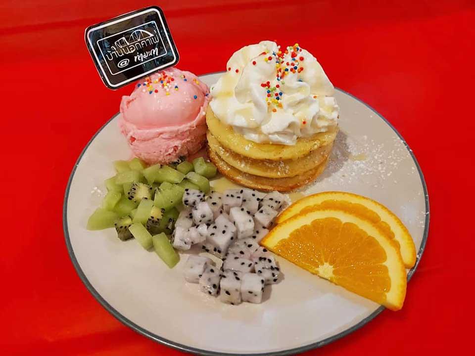 pancake-baannokcafe กินลมชมบรรยากาศทุ่งนา ที่ บ้านนอกคาเฟ่