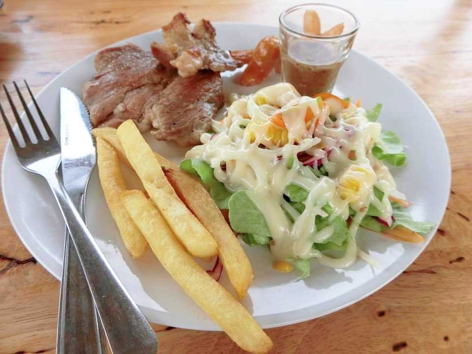 satekmoo-baannokcafe กินลมชมบรรยากาศทุ่งนา ที่ บ้านนอกคาเฟ่