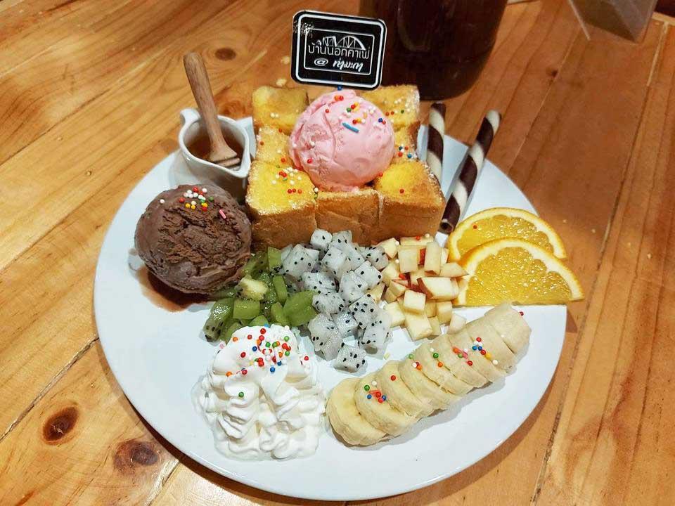 tost-baannokcafe กินลมชมบรรยากาศทุ่งนา ที่ บ้านนอกคาเฟ่